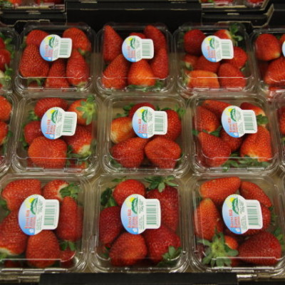 Standard 250 gramme pack which comes in three fruit sizes.